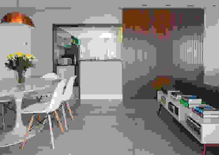 Sala de jantar / cozinha americana - Porta de correr por Decorare Studio de Arquitetura Moderno