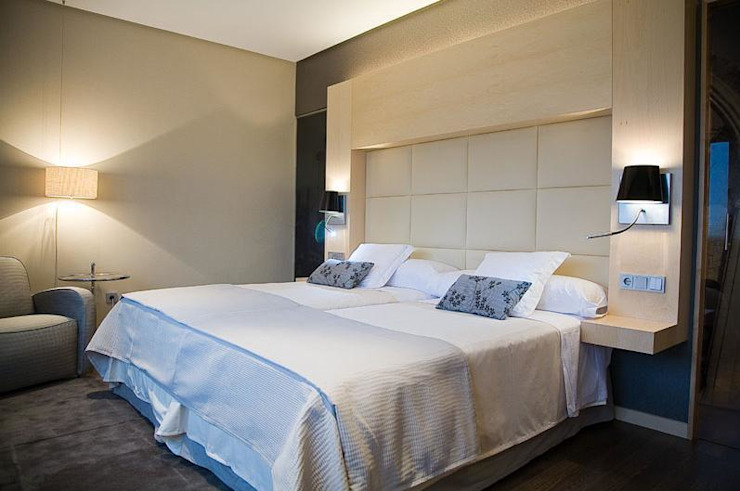 Hotel - Business Center en Segovia Hoteles de estilo moderno de Space Maker Studio Moderno