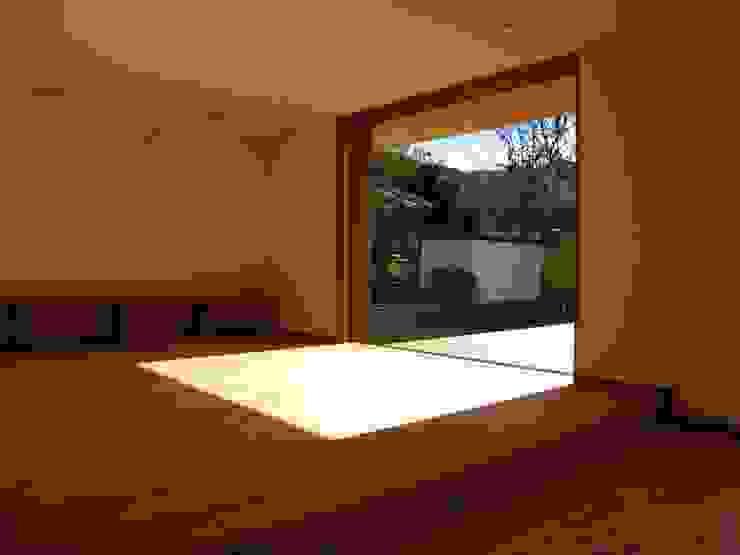 Modern Living Room by 高原正伸建築設計事務所 一級建築士事務所 Modern