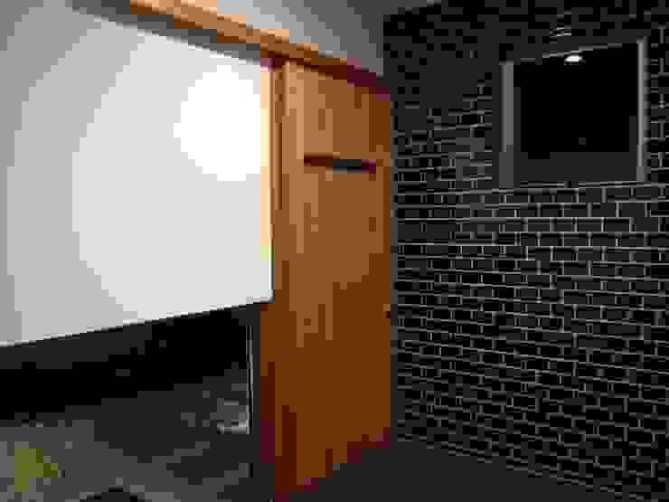 Modern Media Room by 高原正伸建築設計事務所 一級建築士事務所 Modern
