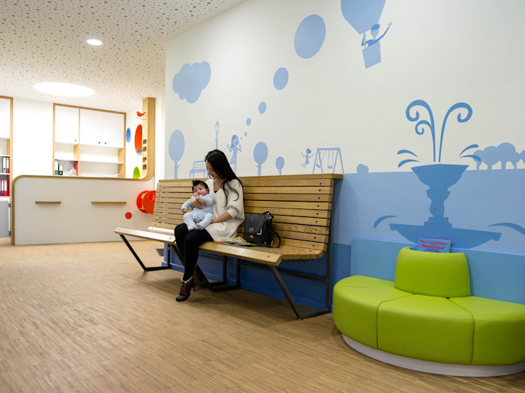 INNENARCHITEKTUR FÜR KINDERARZTPRAXIS IN BERLIN Ausgefallene Geschäftsräume & Stores von NEUMANN+KAFERT Bürogemeinschaft für Architektur und Innenarchitektur Ausgefallen