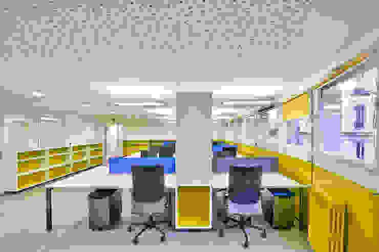 Vue sur le plateau des résidents Locaux commerciaux & Magasin modernes par Atelier Pourquoipas! Moderne