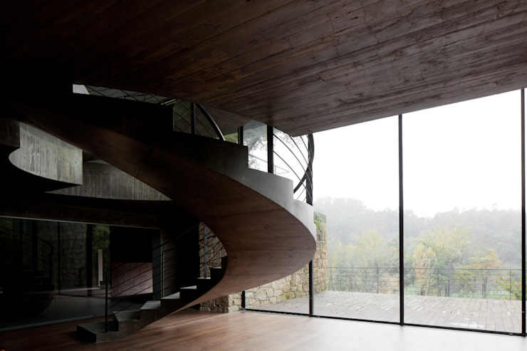 Duas casas em Monção: Corredores e halls de entrada  por JPL Arquitecto,Moderno