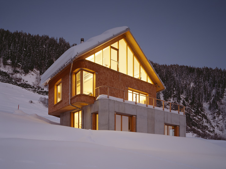 Ferienhaus in den Bündner Alpen von Drexler Architekten AG