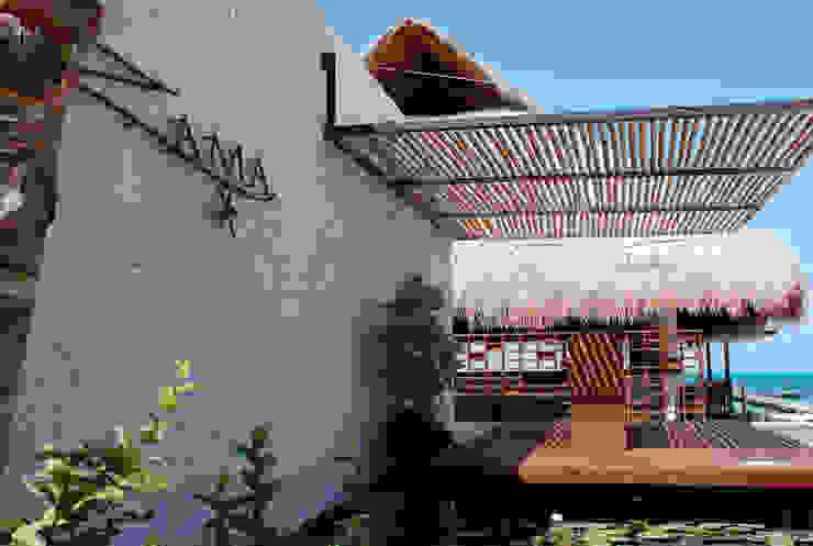 Ресторации в . Автор – vgzarquitectura y diseño, Тропический