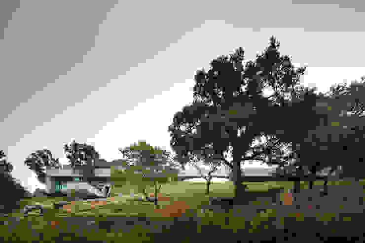 Duas casas em Monção: Casas  por JPL Arquitecto,Moderno