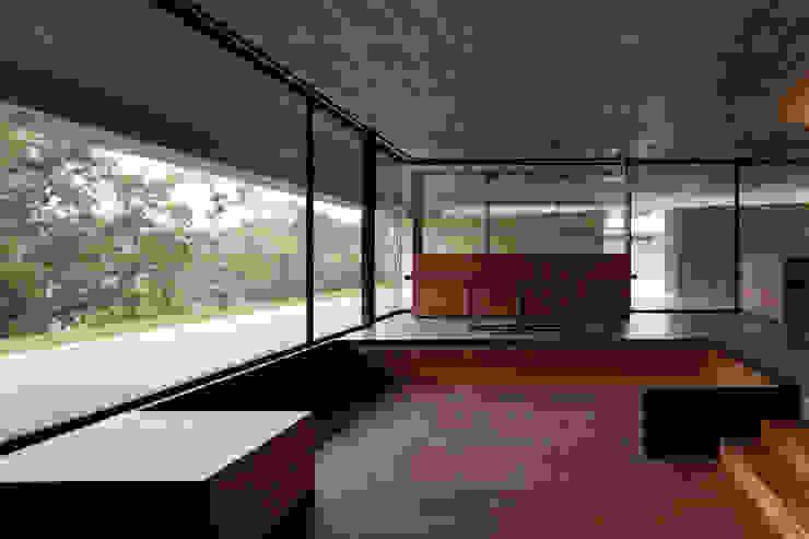 Duas casas em Monção: Salas de estar  por JPL Arquitecto,Moderno