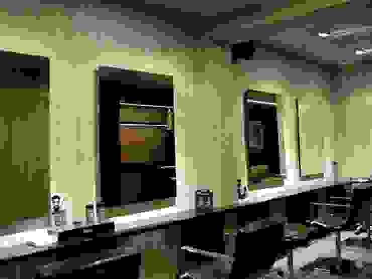 """<q class=""""-first"""">Salmerón Peluquerías</q> August 10 Espacios comerciales de estilo moderno de lauraStrada Interiors Moderno"""