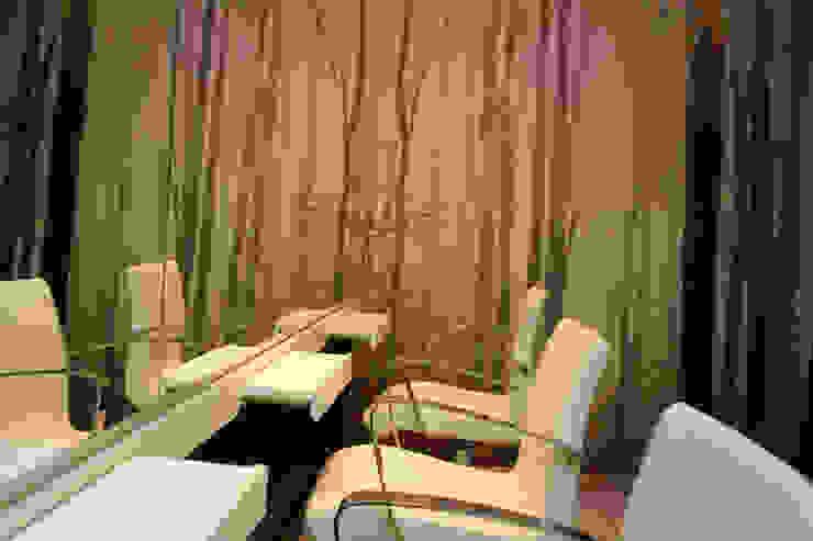 """<q class=""""-first"""">Salmerón Peluquerías</q> Rambla Espacios comerciales de estilo minimalista de lauraStrada Interiors Minimalista"""