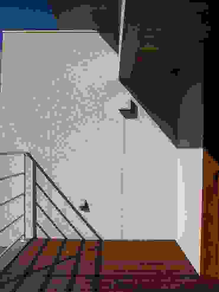 Modern balcony, veranda & terrace by 高原正伸建築設計事務所 一級建築士事務所 Modern