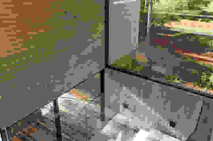 現代風玄關、走廊與階梯 根據 ATV Arquitectos 現代風