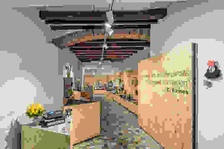 Details Design Store Spazi commerciali in stile scandinavo di Bruno Detassis Scandinavo