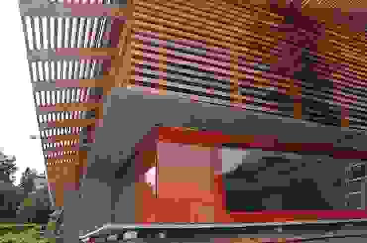 Lamellen Dachüberstand Rotes Eck Ausgefallene Häuser von arché techné néos Ausgefallen