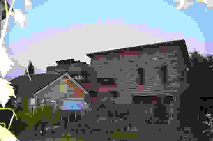 Norden Ausgefallene Häuser von arché techné néos Ausgefallen