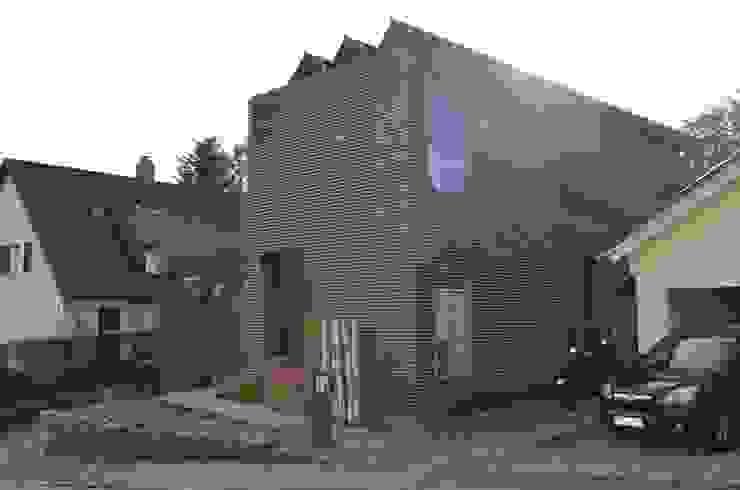 Strassensicht Ausgefallene Häuser von arché techné néos Ausgefallen