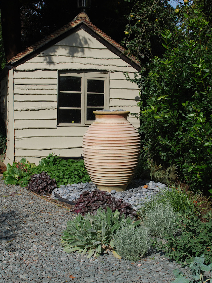 Private family garden Country style garden by Viridian Landscape Studio Country