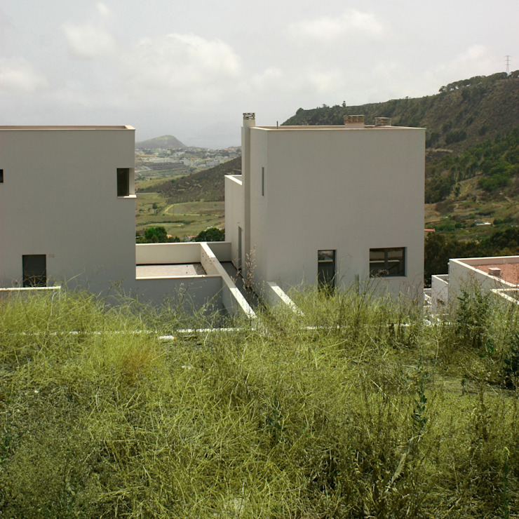Los Portales Casas de estilo minimalista de Alteraciones Minimalista