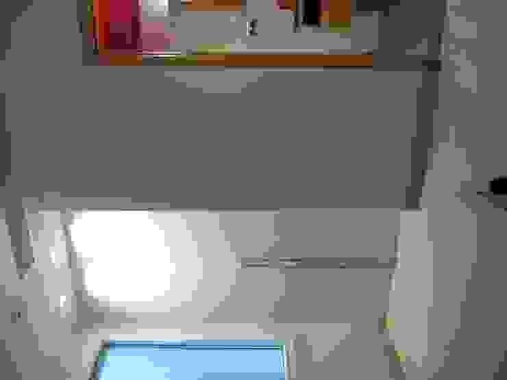 Reforma y división de viviendas Casas de estilo moderno de ilj arquitectura Moderno