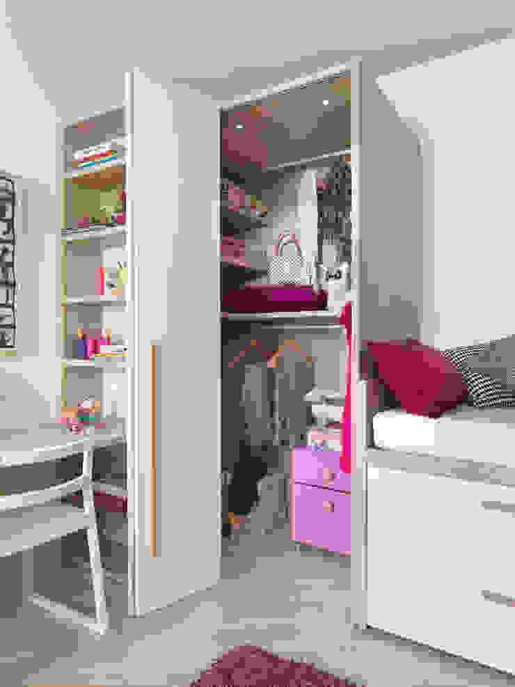Begehbarer Kleiderschrank mit Falttür Moderne Kinderzimmer von MOBIMIO - Räume für Kinder Modern