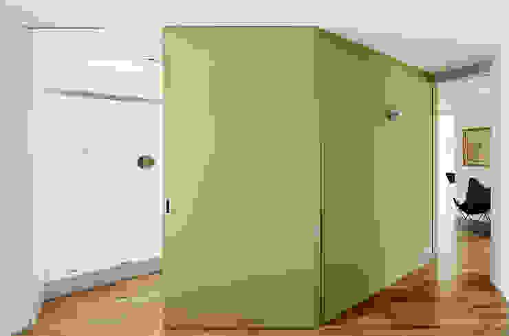 REFORMA INTEGRAL E INTERIORISMO DE PISO EN CHAFLÁN DEL EIXAMPLE DE BARCELONA Casas de estilo moderno de M2ARQUITECTURA Moderno