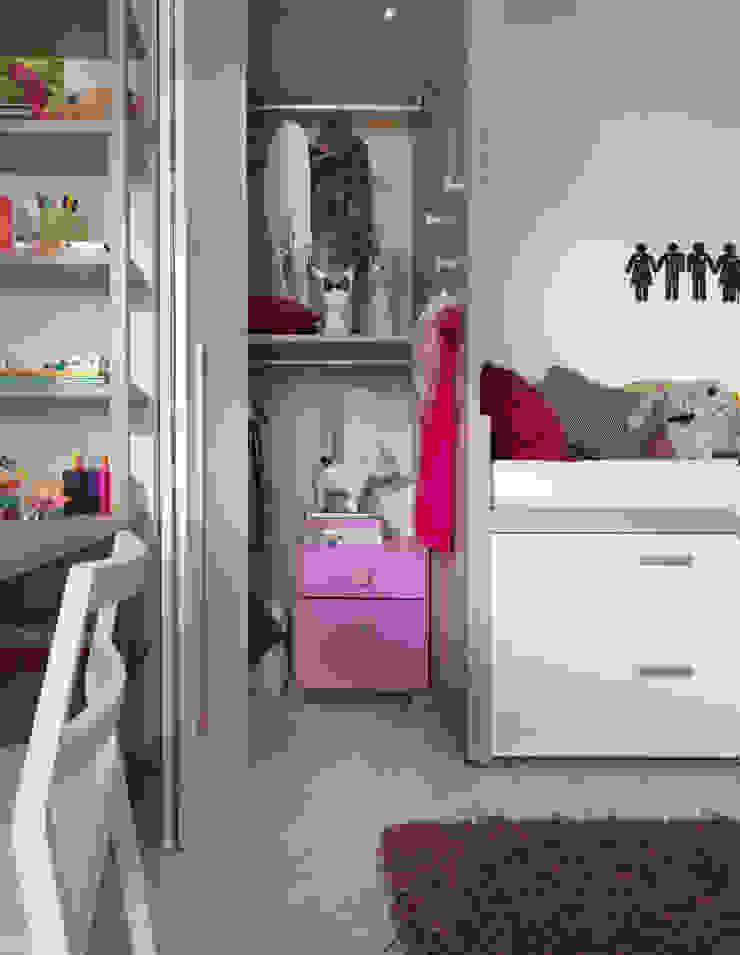Begehbarer Kleiderschrank für das Kinderzimmer Moderne Kinderzimmer von MOBIMIO - Räume für Kinder Modern