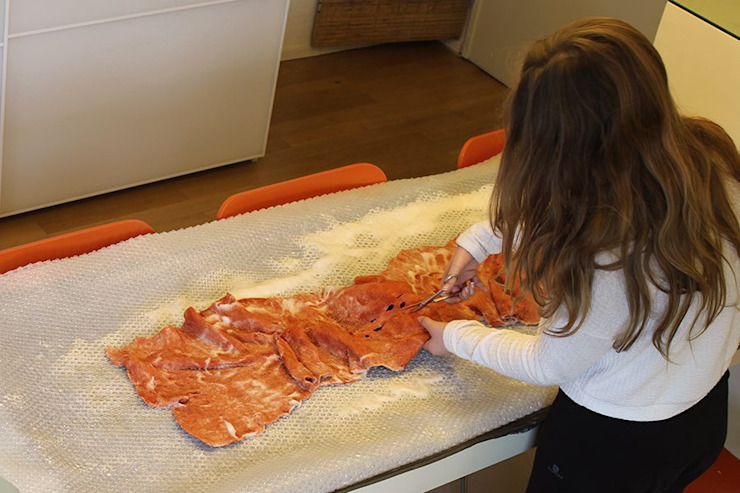 Step by step how to make a felt lamp in recycled material di Judith Byberg Scandinavo