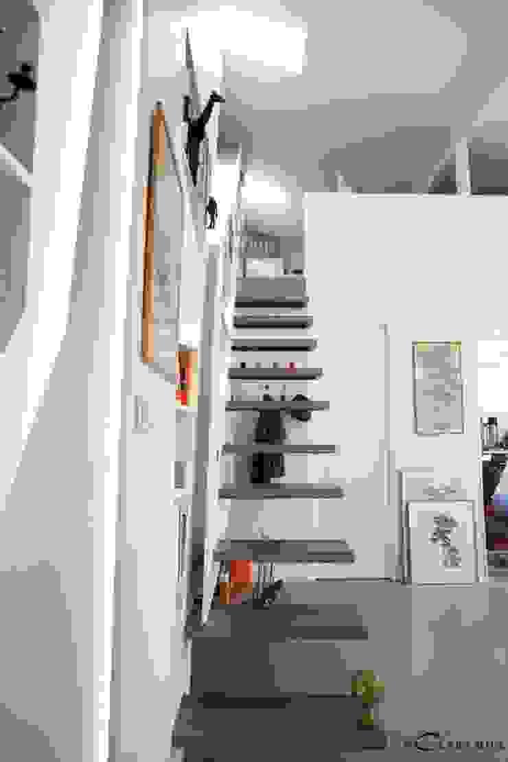 vue vers le 1er étage Maisons modernes par Galaktik Moderne