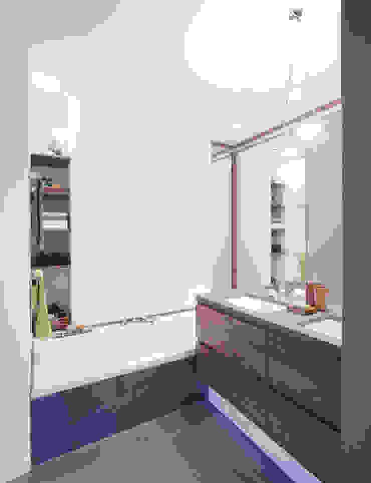 Modern bathroom by Angelika Wenicker - Vollbad Modern