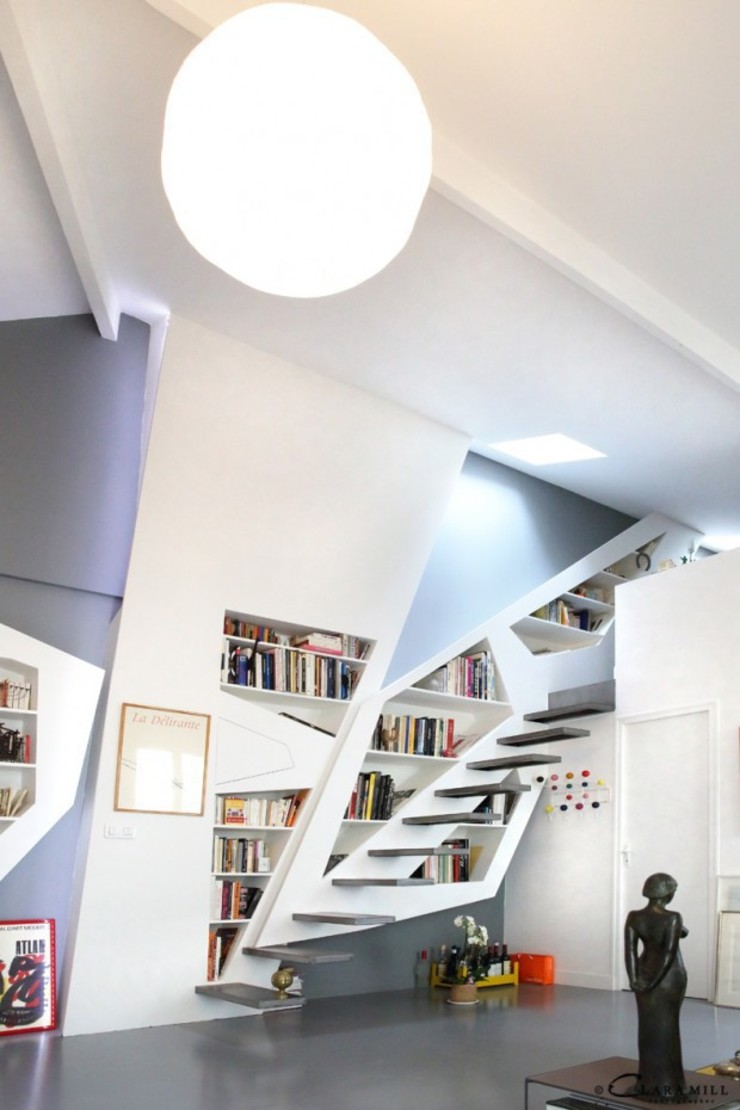 Vue de l'escalier bibliothèque Maisons modernes par Galaktik Moderne