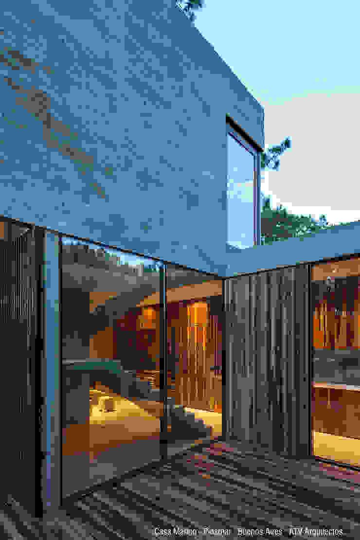 Case moderne di ATV Arquitectos Moderno