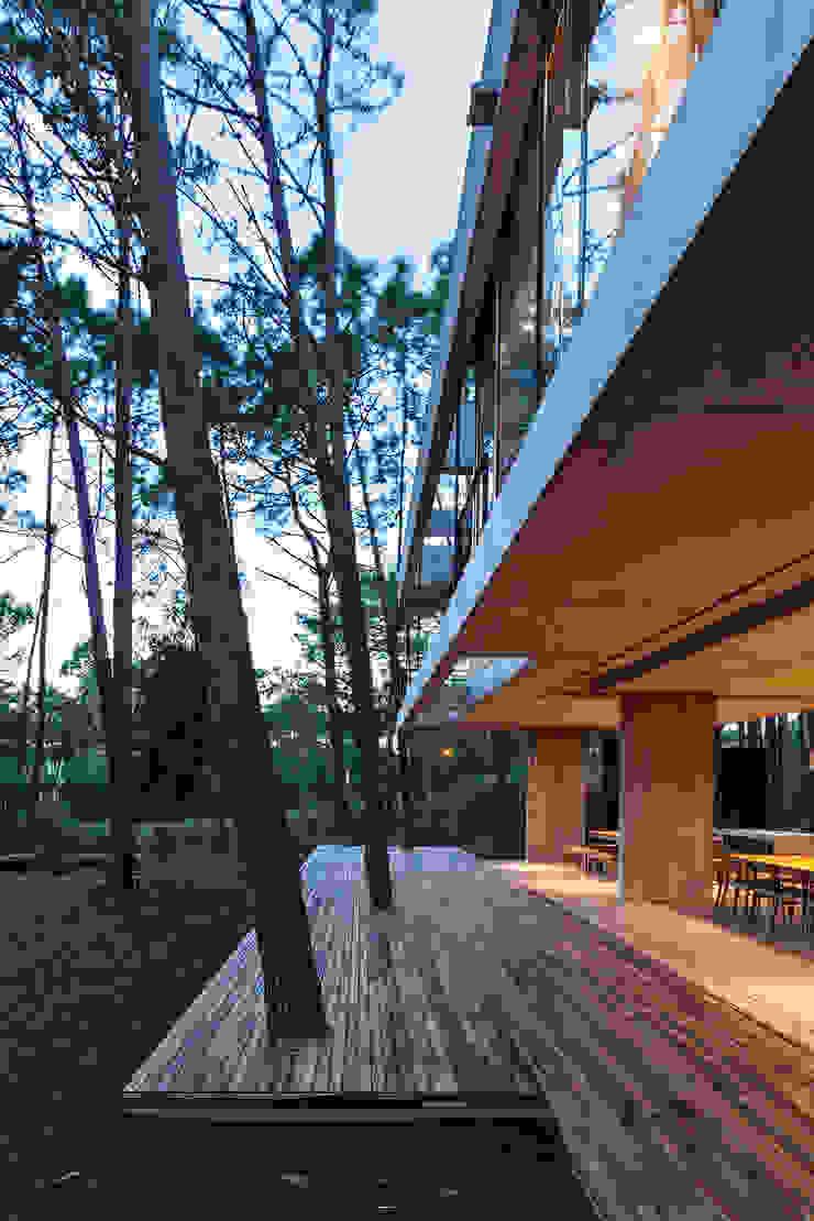 Modern Balkon, Veranda & Teras ATV Arquitectos Modern
