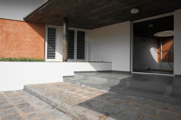 The Selfless House Modern houses by LIJO.RENY.architects Modern
