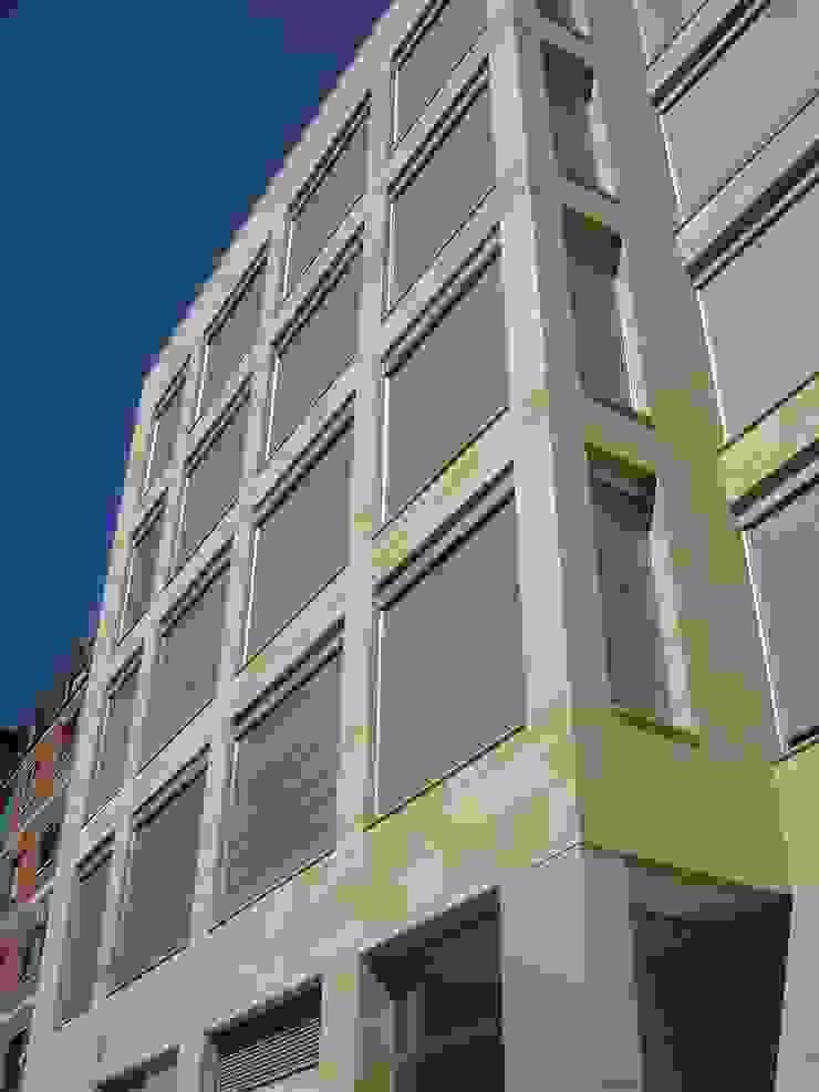 EDIFICIO DE 15 APARTAMENTOS de Martín y Mazza Arquitectos Moderno