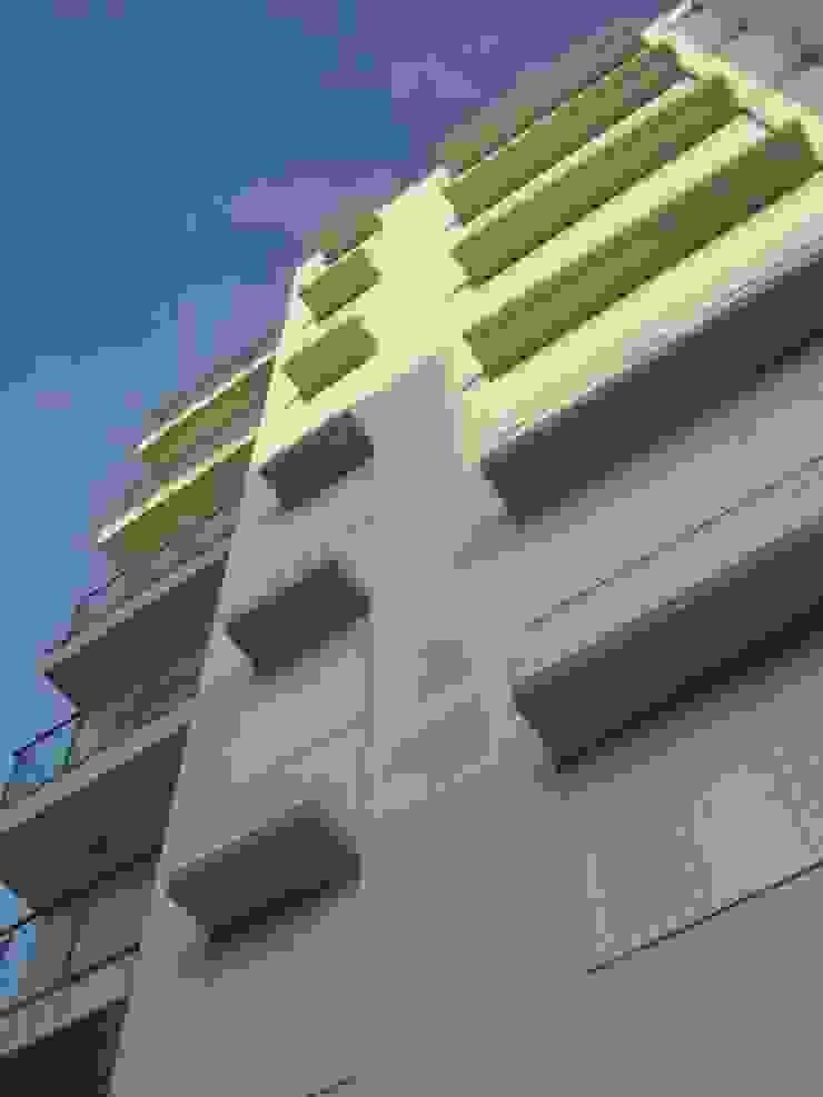 EDIFICIO DE 42 VIVIENDAS de Martín y Mazza Arquitectos Moderno