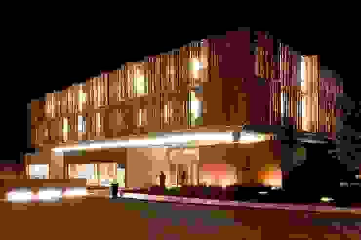 mod05 living hotel Hoteles de estilo moderno de fusina 6 Moderno