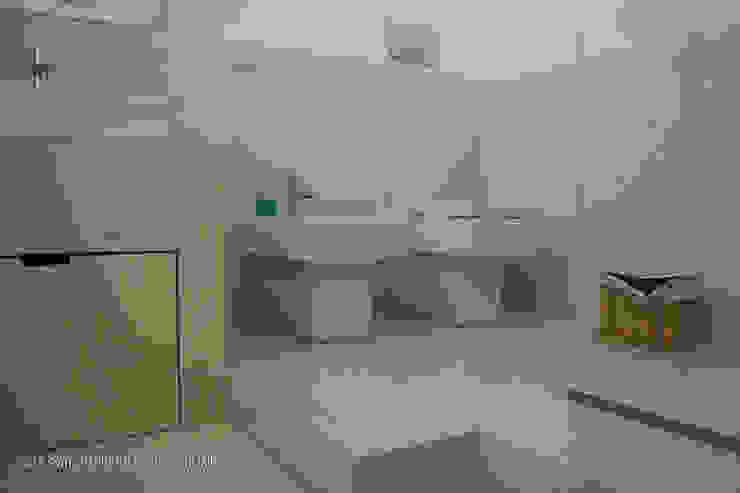 casa m&r Bagno minimalista di OPIFICIO_architettura.urbanistica.arte Minimalista