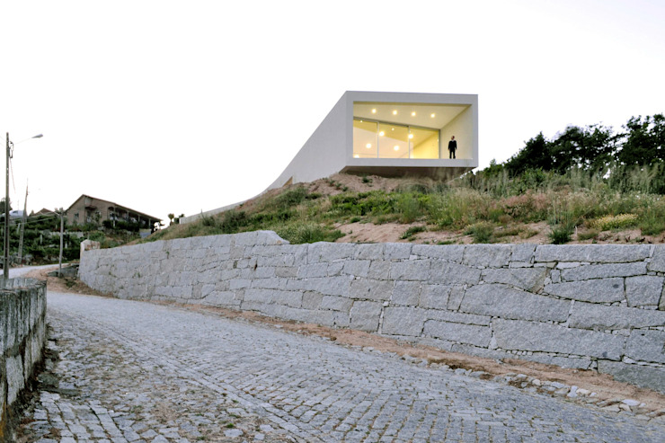 Jorge Guedes's House 100 Planos Arquitectura Lda HouseholdPet accessories