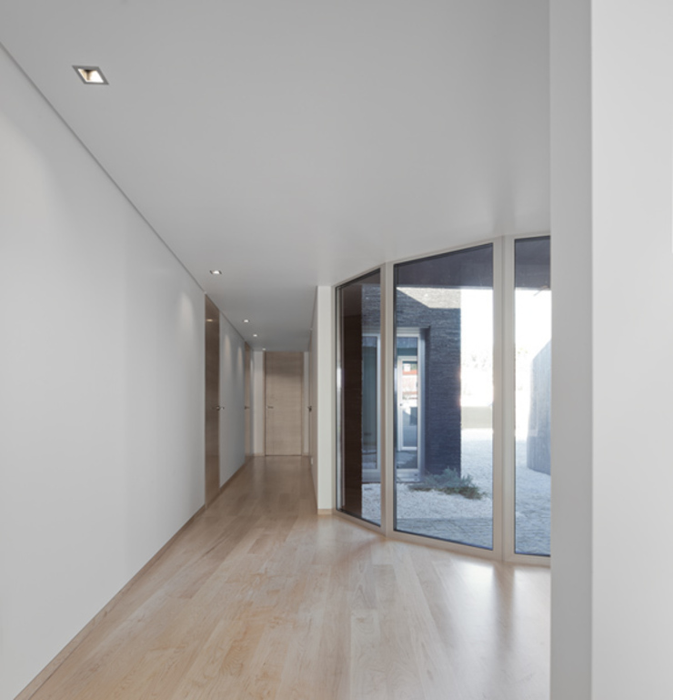 XIEIRA HOUSE II Modern Corridor, Hallway and Staircase by A2+ ARQUITECTOS Modern Engineered Wood Transparent