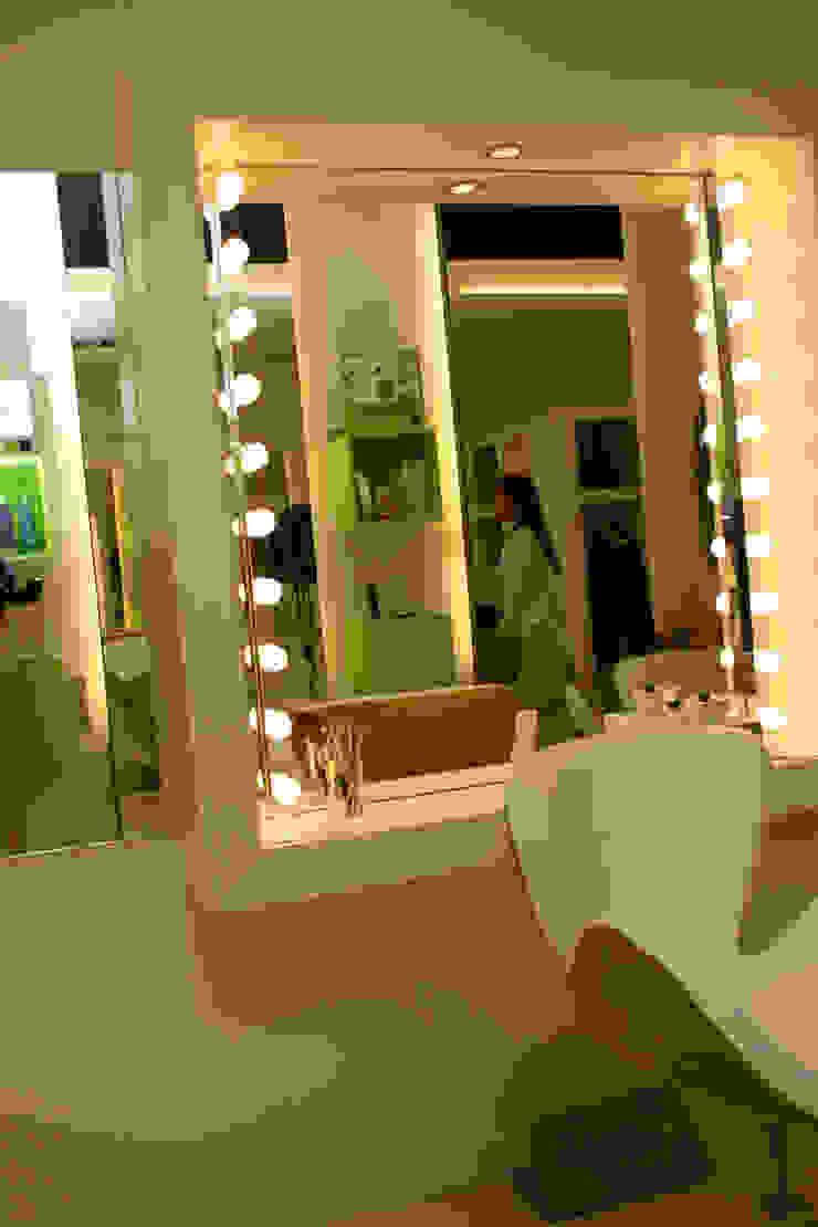 Rosa Estrada Perruqueria Espacios comerciales de estilo moderno de lauraStrada Interiors Moderno