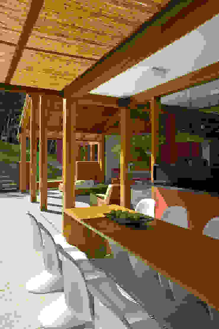 Casa da Mata 2 Varandas, alpendres e terraços campestres por David Guerra Arquitetura e Interiores Campestre