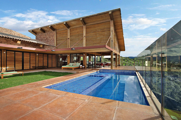 Mountain House 2 Rustic style houses by David Guerra Arquitetura e Interiores Rustic