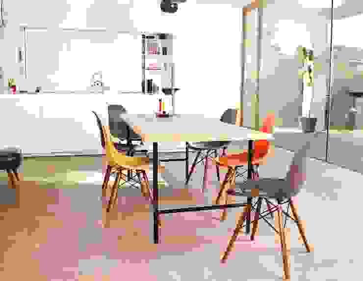 Tisch Bauholz/runde Tischbeine aus Stahl von PURE Wood Design Minimalistisch