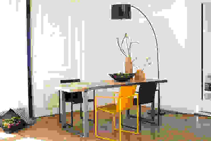 PURE Wood Design Industrieller Tisch Rohstahl: modern  von PURE Wood Design,Modern