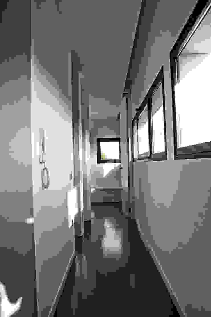pasillo de CEL-RAS Moderno