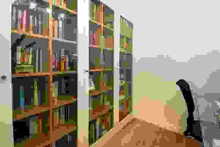 Vivienda en blanco i negro Casas de estilo minimalista de lauraStrada Interiors Minimalista