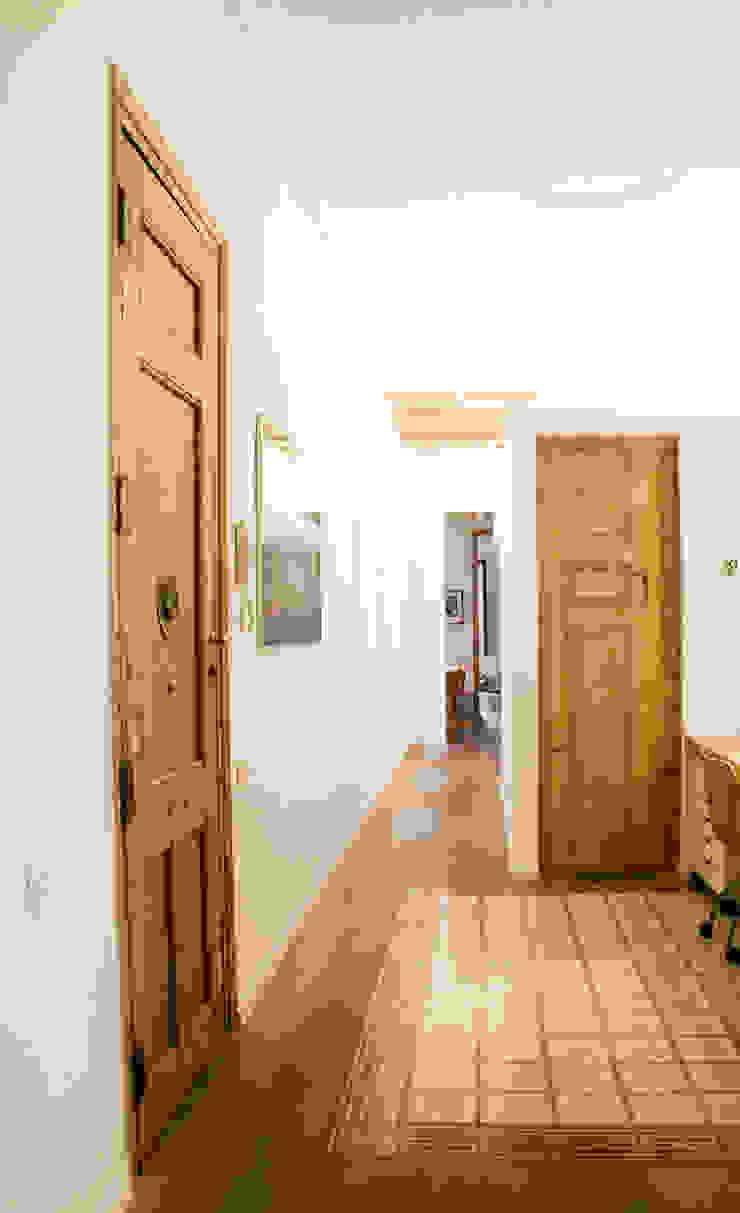 Apartamento en el Gótico Casas de estilo moderno de fusina 6 Moderno