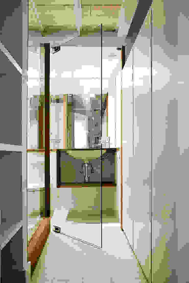 Apartamento en el Born Baños de estilo moderno de fusina 6 Moderno