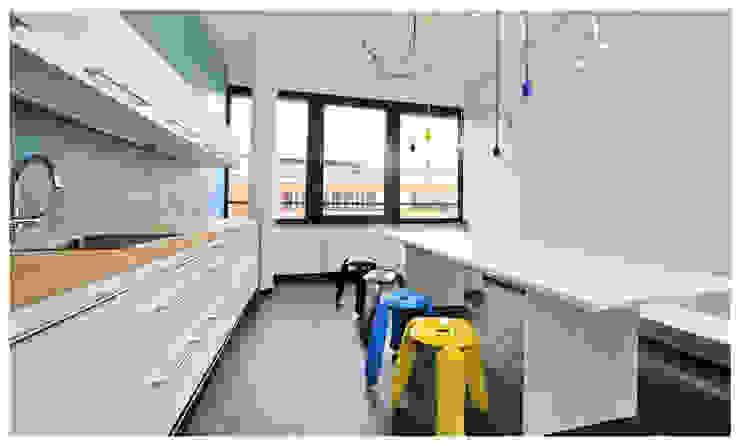 Büroräume S&LMedianetworx GmbH Bürogebäude von Heerwagen Design Consulting