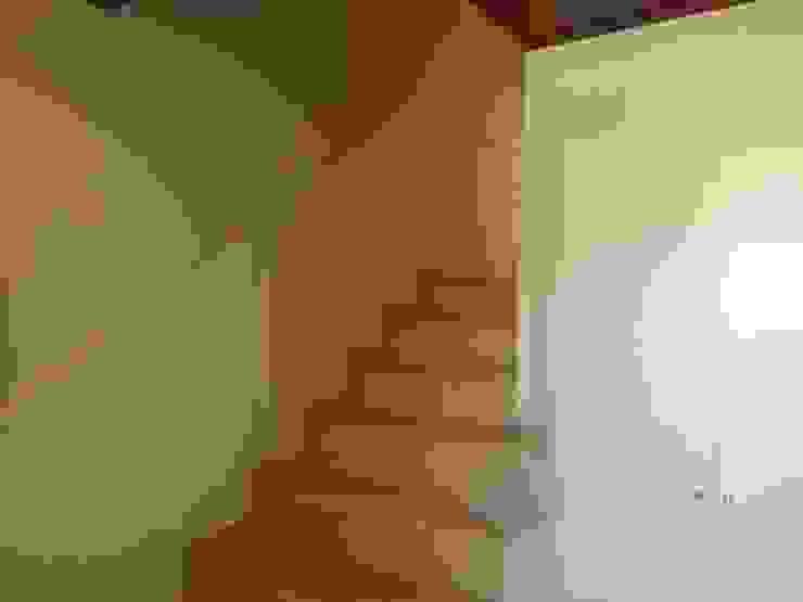PINTURA EN PASILLO Pasillos, vestíbulos y escaleras de estilo clásico de Masquepintura Clásico