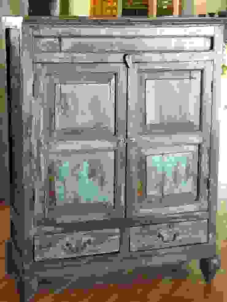 Armario pintado:  de estilo colonial de Salablanca furniture and Decoration, Colonial